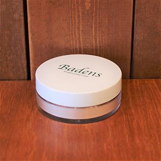 バーデンス フェイスパウダー 12g化粧崩れを防ぐだけでなく、なめらかな透明感を出します。キラキラパール入りで艶やかに、華やかに演出します。