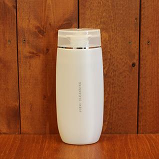 JUEKI CLEANSING (コイヴィッコ ジュエキ クレンジングジェル 180g) 水の替わりにフィンランドの白樺樹液100%を使用し、保湿効果の高い液晶系。しっとり&活性酸素撃退に。