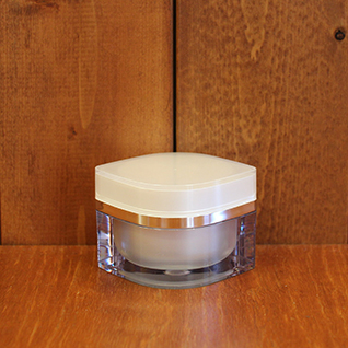 JUEKI CREAM(コイヴィッコ ジュエキ 保湿用クリーム 30g) 水の替わりにフィンランドの白樺樹液100%を使用し、自らの働きで皮脂をコントロール。しっとり&活性酸素撃退に。